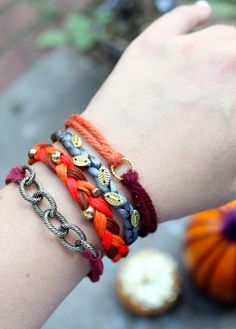 Update your arm party with these Pumpkin Spice Fall Bracelets - includes tutorials for making 4 bracelets. Diy Jewelry Tutorials, Jewelry Crafts, Jewelry Bracelets, Jewelry Ideas, Jewelry Accessories, Jewelry Design, Fall Jewelry, Bracelet Tutorial, Wallet Tutorial