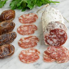 Red Table Chet's   Spicy Fennel and Garlic Salami   A spicy Italian-style salami seasoned with fennel and garlic, studded chunky pieces of buttery fat.