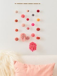 Pom pom craft ideas - easy diy hanging wall art guide diy id Diy Hanging, Hanging Wall Art, Diy Wall Art, Diy Wall Decor, Decor Crafts, Diy Art, Diy And Crafts, Crafts For Kids, Craft Ideas For The Home