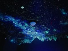 The original tweet of Benjamin's finished ceiling has more than 30,000 retweets, and Crispin says she has been inundated with requests from people to paint their rooms as well. | This Woman Helped A Little Boy Overcome His Fear Of Sleeping Alone By Painting An Awesome Galaxy In His Room