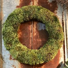 Natural Dried Mood Moss Wreath- perfect accent piece for any space!⁣ ⁣ #wreath #naturaldecor #moss #moodmoss #homedecor #countrystyle #rusticdecor #farmhouse⁣ #farmhousestyle #wreaths #countryliving #fixerupper #neutraldecor #housebeautiful #cottagedecor #farmhousedecor #vintagefarmhouse #countryhome