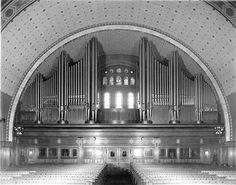 A glimpse of the interior of Detroit's First Congregational Church in 1918.