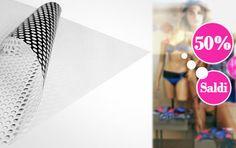 Questo particolare adesivo microforato di facile applicazione, con base di colore bianco, reagisce alla luce predominante creando un effetto ottico straordinario.   Dall'interno vedi perfettamente l'esterno, ma dall'esterno vedi un immagine.   Le immagini risulteranno poco definite in quanto il materiale è microforato per far filtrare la luce.   L'adesivo può essere applicato su vetrate, vetrine, sul lunotto posteriore e laterale dell'auto.