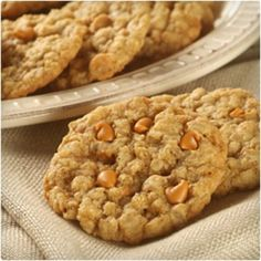 Oatmeal Scotchies i have modified this recipe.i put choc chips, white choc chip, butterscotch chips, peanut butter chips and add some coconut and some cinnamon best cookie you will ever eat! Love the oatmeal in it too Cookie Desserts, Just Desserts, Cookie Recipes, Delicious Desserts, Dessert Recipes, Yummy Food, Fun Recipes, Dessert Bars, Pumpkin Recipes