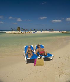 Beach at Holiday Inn Resort Montego Bay, Jamaica.  #holidayinnresortjamaica #montegobay #jamaica #holidayinnresort #holidayinn #vacation #travel #holidayinnresortmontegobay #holidayinnjamaica #holidayinnmontegobay #beach #ocean #sun #sand #sea.