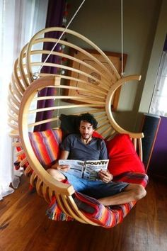 48 Unique Chair Design You Can Copy. The designer of the Bertoia chair, Harry Bertoia, knew he was on to something by experimenting with the shape and materials used to construct the average chair. Diy Furniture Chair, Diy Pallet Furniture, Diy Chair, Furniture Plans, Furniture Design, Luxury Furniture, Futuristic Furniture, Furniture Assembly, Furniture Online