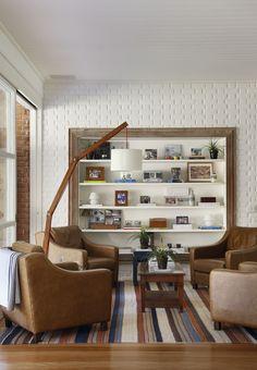 Um refúgio abraçado pelo verde. Veja mais: http://casadevalentina.com.br/projetos/detalhes/um-refugio-abracado-pelo-verde-579 #decor #decoracao #interior #design #casa #home #house #idea #ideia #detalhes #details #style #estilo #casadevalentina #nature #natureza #green #verde #livingroom #saladeestar