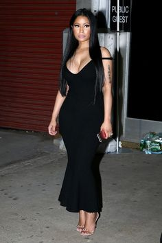 Nicki Minaj showcases assets in black number at Alexander Wang's show - - She's renowned for her hourglass figure. And Nicki Minaj had it on full display on Saturday, when the pop songstress stepped out for Alexander Wang's New York Fashion Week show. Nicki Minaj Outfits, Nicki Minaj Barbie, Nicki Minaj Pictures, Nicki Minaj Fashion, Nicki Minaj Wallpaper, Modelos Plus Size, Hourglass Figure, Mode Style, New York Fashion