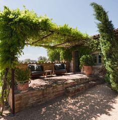 House In Emporda by Francesc Rife Studio Mediterranean Garden Design, Mediterranean Homes, Tuscan Homes, Outdoor Spaces, Outdoor Living, Outdoor Decor, Patio Design, Exterior Design, Spanish Garden