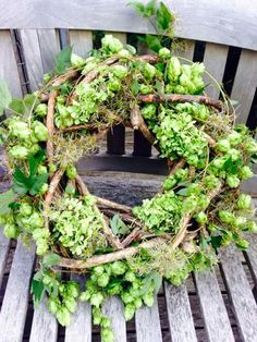 Latest Free Spring Wreath flowers Thoughts Find some simple just how to help to get wreath doing and make up a stunning rough outdoors spring w Diy Spring Wreath, Diy Wreath, Door Wreaths, Grapevine Wreath, Fleur Design, Arte Floral, Nature Crafts, How To Make Wreaths, Belle Photo