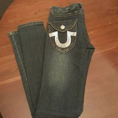 Super cute True Religion skinny jeans 27/32. Authentic True Religion John Super T skinny jeans with silver embellishments. Worn once. Excellent condition. True color pic 2. True Religion Jeans Skinny