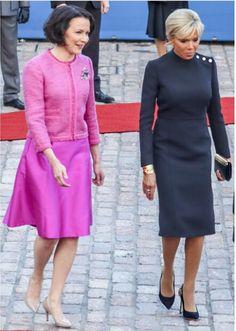 Jenni Haukio ja Brigitte Macron Helsinki Love the blue dress Fashion Over 50, Work Fashion, French First Lady, Plus Size Summer Fashion, Brigitte Macron, Feminine Dress, Royal Fashion, Parisian Style, Elegant Woman