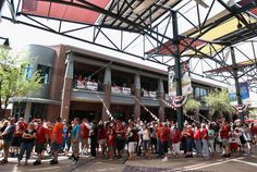 PHOENIX, AZ - APRIL 06: Fans arrive to Chase Field for the Opening Day game between the San Francisco Giants and the Arizona Diamondbacks on April 6, 2012 in Phoenix, Arizona. (Photo by Christian Petersen/Getty Images)