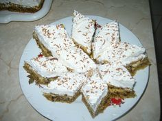 Prajitura cu nuca si crema de oua - imagine 1 mare Krispie Treats, Rice Krispies, Feta, Dairy, Ice Cream, Cheese, Cooking, Cake, Desserts