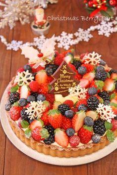 corecle コレクル > PAO > 【クリスマス】マスカルポーネベリータルト Japanese Cake, Japanese Sweets, Dessert Simple, Desserts Japonais, Japanese Christmas Cake, Summer Cakes, Strawberry Cakes, Christmas Desserts, Christmas Cheese