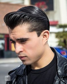 Pomade and black leather go together. Thanks and for the great picture. Greaser Hair, Greaser Style, 50s Greaser, Pomade Hairstyle Men, Hair Pomade, Slick Hairstyles, Classic Hairstyles, Male Hairstyles, Cool Haircuts
