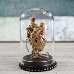 http://sosuperawesome.com/post/166129355741/miniature-oddities-in-glass-domes-by-artificialia