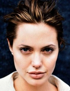 Angelina Jolie photographed by Frank W. Tomb Raider Angelina Jolie, Angelina Jolie Gif, Angelina Jolie Pictures, Angeles, Glamour, Real Beauty, Love Makeup, Brad Pitt, Hollywood Stars