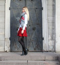 Coat: Oasis / Shirt: ASOS / Scarf: Lindex / Skirt: Zara / Shoes: Shoeshibar / Bag: Marc Jacobs
