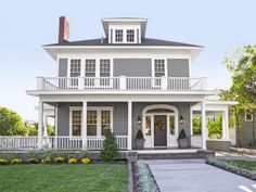 Love upper porch and story bird's eye view. Chip and Joanna Gaines of Magnolia Homes Make Over A Waco TX Fixer Upper Fixer Upper Hgtv, Exterior Paint Colors, Exterior House Colors, Gray Exterior, Gray Siding, Exterior Shades, Exterior Houses, Bungalow Exterior, Exterior Shutters