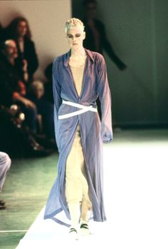 Comme des Garçons Spring 1994 Ready-to-Wear Fashion Show - Jeny Howorth