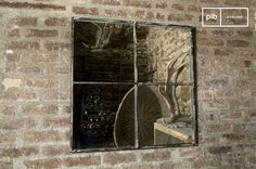 Este espejo de pared con un marco de metal envejecido dará volumen a una habitación y le dará un toque verdaderamente retro vintage. Style Loft, Vintage Design, Style Vintage, Ramen, Oversized Mirror, Entrance, Interior Decorating, Sweet Home, New Homes