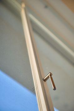 ידית בעיצוב מודרני לחלון בלגי מינימליסטי