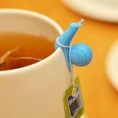 Ce petit escargot en pâte Fimo se pose sur le rebord de la tasse et maintient la ficelle du sachet de thé ou tisane.