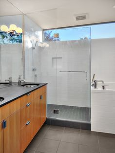 EB1 Home - shower + tub