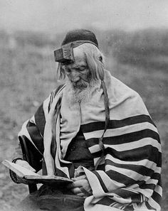 Jew praying in Podolsk, Israel History, Jewish History, Tribes Of The World, Arabian Art, Unexplained Mysteries, Le Far West, African Men, Life Drawing, North Africa