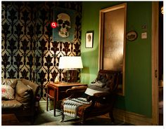 Sherlock's Apartment 221B My First Apartment, Apartment Living, Cafe Interior, Interior And Exterior, Sherlock Decor, Sherlock Holmes Bbc, Sherlock Season, Single Bedroom, Living Room Tv
