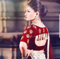 35 Traditional blouse back neck designs for silk sarees Choli Blouse Design, Saree Blouse Neck Designs, Choli Designs, Fancy Blouse Designs, Bridal Blouse Designs, Lehnga Blouse, Lehenga Designs, Saree Dress, Saris