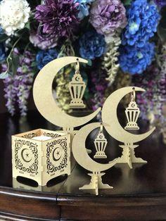 Pin by Queen art on Ramadan decoration Eid Crafts, Ramadan Crafts, Diy And Crafts, Fest Des Fastenbrechens, Decoraciones Ramadan, Ramadan Lantern, Ramadan Mubarak, Islam Ramadan, Eid Ramadan
