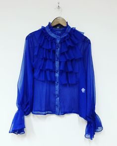 Cobolt Blue Ruffle shirt 💙 Team this with boyfriend-jeans and create a relaxed cool look 👊🏻 Country Lifestyle, Ruffle Shirt, Boutique Shop, Boyfriend Jeans, Trending Outfits, How To Look Better, Law, Winter Fashion, Ootd