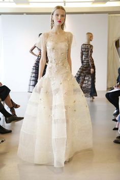 The Oscar de la Renta Resort 2015 show was presented today and it's quite lovely. The Resort 2015 shows are in full swing with labels like Dior and Chanel Dress Couture, Style Couture, Couture Fashion, Fashion Week, Fashion 2017, Runway Fashion, Fashion Show, Fashion Beauty, Resort 2015