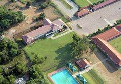Another incredible boon when it comes to Pecanwood Estate, is the fact that there is a college on the estate.