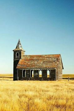 The abandoned Rocky Valley Lutheran Church building.the last building still standing what was Dooley, Montana. Photo by Todd Klassy Abandoned Buildings, Abandoned Mansions, Old Buildings, Abandoned Places, Abandoned Castles, Haunted Places, Old Country Churches, Old Churches, Country Barns
