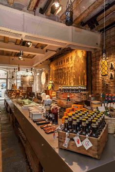 Флагманский магазин пивной компании Moritz в Барселоне