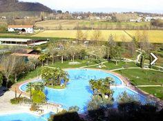 """La piscina esterna del """"Hotel Rêve Abano"""" vista dall'altro... http://www.hotelreve.com/"""