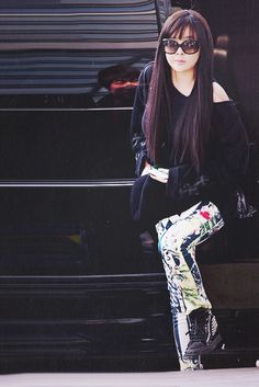 Park Bom~ love her! my hair role model!  ^agreed