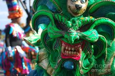 Dominican Republic Carnival Parade Green Devil Mask by Heather Kirk - Straßenkunst Show Makeup, Character And Setting, Carnival Masks, African Culture, Dominican Republic, Cool Costumes, Art Google, Devil