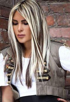 Couleur de cheveux noir et meche blonde