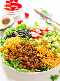 Turkey Taco Salad – a skinny taco salad recipe that's easy to make and tastes AMAZING. Loaded with fresh veggies, ground turkey, black beans, and cheese. Simple, gluten free, and super filling! Recipe at wellplated.com | @wellplated