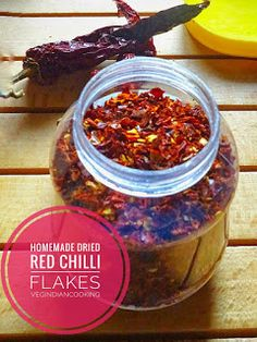 How to make red chili flakes at home How To Make Chilli, How To Make Red, Chilli Flakes, Red Chilli, Chutney, Chili, Easy Meals, Stuffed Peppers, Homemade