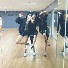 Joy, Ah na and Seoyeon Ulzzang Korean Girl, Ulzzang Couple, Korean Best Friends, Bff Girls, Girl Friendship, Korean Couple, Korean Fashion Trends, Cute Friends, Friend Photos