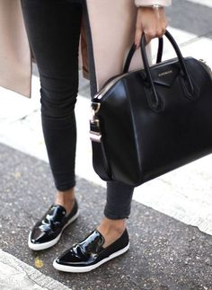 Ginvenchy antigona black bag outfit minimal