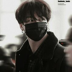 He's hot🔥 190410 Jungkook-ah📸🛬 Bts Airport, Airport Style, Airport Fashion, Kpop Fashion, Kookie Bts, Bts Bangtan Boy, Jung Kook, Foto Bts, K Pop
