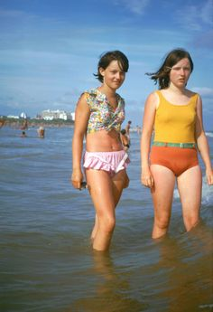 The 1960s: The Typical Age of Youth – A Look Back At The Daily Life of '60s Teenage Girls