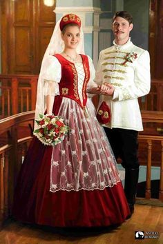 Hungarian traditional wedding dresses for men and women. Folk Fashion, Ethnic Fashion, Traditional Fashion, Traditional Outfits, Costumes Around The World, Wedding Costumes, Traditional Wedding Dresses, Folk Costume, Historical Clothing