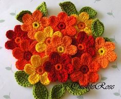 Crochet patches – Crochet Flowers 12 pieces with 12 leaves in Red – a unique product by OnelifeRose on DaWanda